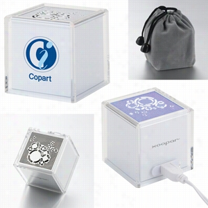 Solo Original USB Speaker With Rhythmic Led Light