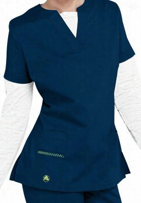 Crocs Vicki notched v-neck scrub top. - Navy - L
