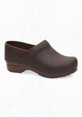 Dansko Pro XP Brown Oil nursing clog shoe. - Brown Oil - 37